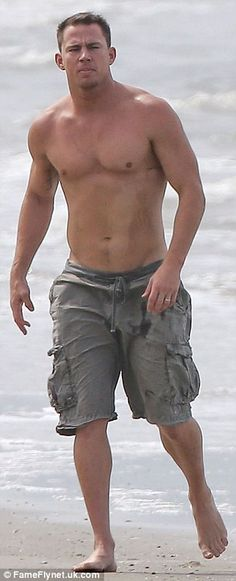 Pin for Later: Channing Tatum Goes Shirtless For a Southern Beach Day With Jenna Magic Mike Channing Tatum, Channing Tatum Body, Bear Men, Hot Actors, Famous Men, Good Looking Men, Beach Day, Hot Guys, Sexy Guys