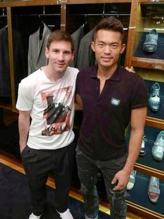 Lionel Messi & Lin Dan - possibly the greatest footballer ever next to the greatest badminton player ever! Badminton Photos, God Of Football, World Of Sports, Sports Stars, Best Player, Lionel Messi, Asian Boys, Hot Boys, Mens Tops