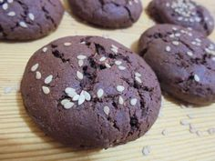 Εξαιρετική συνταγή για Σοκολατένια μπισκότα με ταχίνι. -Πανεύκολα-Πεντανόστιμα-Νηστίσιμα αλλά πάνω απ' όλα πολύ Υγιεινά μπισκοτάκια για μεγάλους και μικρούς!!! #kolatsiosetaperaki