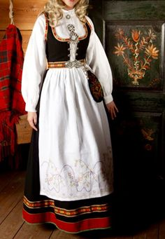 Norwegian Bunad from Vestfold Norwegian Clothing, Bridal Crown, Folk Costume, Costume Accessories, Vintage Costumes, Folklore, Norway, Doll Clothes, Russia