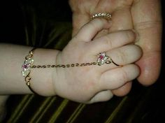 Couldn't resist sharing this cute baby hand adorned with baby bracelet and ring connected with a gold chain. Parents can be at peace without fearing of losing the ring Baby Jewelry, Kids Jewelry, Cute Jewelry, Gold Jewelry, Jewelery, Gold Bangles Design, Gold Jewellery Design, Baby Bracelet, Slave Bracelet