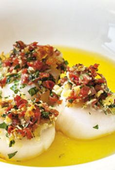 Kammuslinger a la Parma Tapas Recipes, Gourmet Recipes, Appetizer Recipes, Yummy Eats, Yummy Food, Party Finger Foods, Date Dinner, Dinner Is Served, Fish Dishes