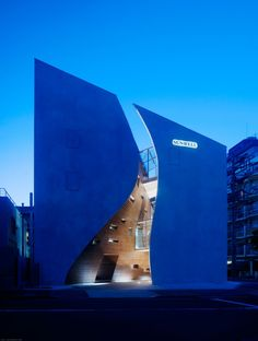 Sunwell Muse Kitasando (2008), in Sendagaya, Shibuya, Tokyo (Japan). By Takato Tamagami Architectural Design #architecture ☮k☮