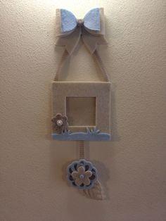 Cornice portafoto per nascita bambino. Con fiocco e fiore in feltro