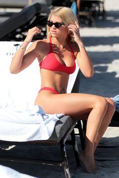 Demi Lovato Proves A One Piece Can Be Sexier Than a Bikini - Sofia Richie Source by laurafabiageissler - Sofia Richie, Nicole Richie, Bikini String, Bikini Modells, Swimsuit, Scott Disick, Demi Lovato, Fit Girl Motivation, High Cut Bikini