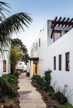mediterranean homes exterior modern Mediterranean Style Homes, Mediterranean Architecture, Spanish Style Homes, Spanish House, Modern Architecture, Spanish Modern, Design Exterior, Exterior Homes, Architect Design