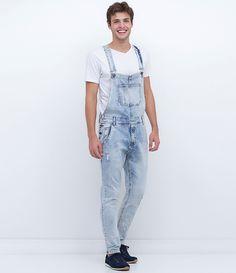 Jardineira masculina Longo Com bolsos Fechamento lateral com botões Lavagem com puídos Marca: Blue Steel Tecido: jeans Composição: 99% algodão e 1% elastano Modelo veste tamanho: 42 Medidas do modelo: Altura: 1,89 Tórax: 97 Cintura: 90 Quadril: 104 Veste: 42 COLEÇÃO INVERNO 2016 Veja outras opção de produtos masculinos.