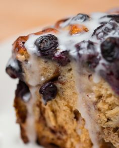 Blueberry Cinnamon Roll Bake I would add more blueberries Blueberry Cinnamon Rolls, Blueberry Recipes, Cinnamon Cake, Blueberry Oat, Cinnamon Cookies, Lemon Recipes, Brunch Recipes, Dessert Recipes, Breakfast Recipes