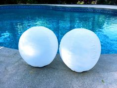 These floating pool lights come on automatically every evening thanks to easy to charge solar power. Leave in the sun during the day for a full charge. Solar Pool Lights, Floating Pool Lights, Floating Balloons, Light Up Balloons, Balloon Lights, Pool Candles, Outdoor Party Lighting, Orb Light, Swimming Pool Lights