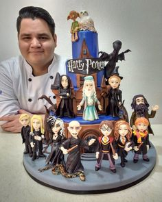 To say I'm impressed by this Harry Potter cake would be an understatement! To say I'm impressed by this Harry Potter cake would be an understatement! Harry Potter Torte, Harry Potter Desserts, Harry Potter Thema, Cumpleaños Harry Potter, Harry Potter Birthday Cake, Harry Potter Wedding, Harry Harry, Harry Potter Cupcakes, Geek Birthday