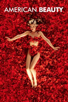 """""""American Beauty"""". Mena Suvari bañada en rosas, una escena grabada en la retina de todos los aficionados al cine."""