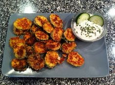 Low Carb Almond Parmesan Crusted Zucchini Crisps    http://theroadfromfattofit.blogspot.com/2011/07/almond-parmesan-crusted-zucchini.html