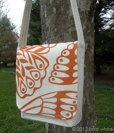 Canvas Totebag to Messenger Bag Tutorial.  I love the fabric she used, it's her original design.