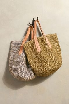 Natural raffia is all aglow with chic metallic sparkle on our Sanibel Tote. Nice and roomy, this tote is equally as chic whether you use it for the beach or as a market tote. Crochet Tote, Crochet Handbags, Crochet Bag Tutorials, Ethnic Bag, Diy Bags Purses, Carry All Bag, Mk Bags, Basket Bag, Summer Bags