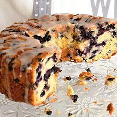 Jogurtová bábovka s borůvkami » MlsnáVařečka.cz Muffin, Breakfast, Ethnic Recipes, Food, Morning Coffee, Essen, Muffins, Meals, Cupcakes
