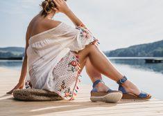 Der Sommer kann so schön sein, noch dazu mit diesen charmanten, SUPER SOFTEN Keilsandaletten von Paul Green. Paul Green, Super, Espadrilles, Cover Up, Beach, Dresses, Fashion, Wedges, Sandals