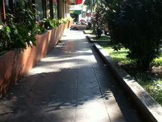 Ledges en MiniSuper, cruce de la Cabeza de Einstein in Ciudad de Panamá, Panamá