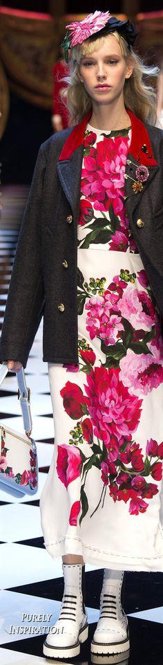 Dolce & Gabbana Fall 2016 Ready-to-Wear Fashion Show Collection: See the complete Dolce & Gabbana Fall 2016 Ready-to-Wear collection. Look 17 Fashion Show 2016, Fashion Show Collection, Fashion Week, Runway Fashion, Milan Fashion, Floral Fashion, Trendy Fashion, High Fashion, Fashion Trends