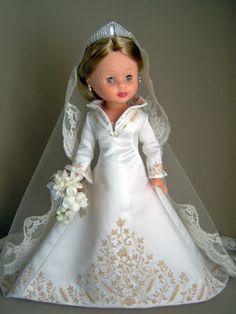 Como una princesa de verdad           Herminia Marcado nació y vive en Peyarroya-Pueblonuevo (Cordoba). Tuvela oportunidad de conocer... Wedding Doll, Wedding Gowns, Nancy Doll, Bride Dolls, Special Dresses, Doll Crafts, Doll Clothes Patterns, Reborn Dolls, Vintage Dolls