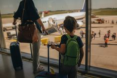 How to Pack for Children? Leave It to the Experts Several parent-founded companies are popping up seeking to relieve travel-packing stress by espousing D. do it for me solutions. Travel With Kids, Family Travel, Baby Crib Bedding, Baby Beds, Travel Packing, Ny Times, Parenting, Children, York