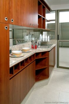 #Kitchen Idea of the Day: Not too dark, not too light. Medium-stained wood kitchens in modern styles. Good, medium wood cubby storage Beautiful Kitchen Designs, Best Kitchen Designs, Modern Kitchen Design, Beautiful Kitchens, Cool Kitchens, Modern Kitchens, Kitchen Ideas, Kitchen Cabinets Light Wood, Hickory Kitchen Cabinets