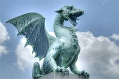 Here Be Dragons: Amazing Statues and Sculptures of Dragons Around the World ~ Kuriositas