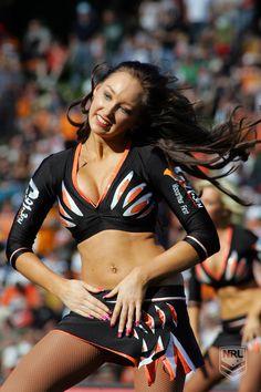 Bengals Cheerleaders, Hottest Nfl Cheerleaders, College Cheerleading, Cheerleading Outfits, Cheerleader Images, Professional Cheerleaders, Ice Girls, Beautiful Athletes, 365days