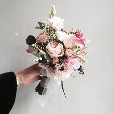 . Lesson Order Katalk ID vaness52 E-mail vanessflower@naver.com . #vanessflower #vaness #flower #florist #flowershop #handtied #flowergram #flowerlesson #flowerclass #바네스 #플라워 #바네스플라워 #플라워카페 #플로리스트 #꽃다발 #부케 #원데이클래스 #플로리스트학원 #화훼장식기능사 #플라워레슨 #플라워아카데미 #꽃수업 #꽃주문 #부케 #花 #花艺师 #花卉研究者 #花店 #花艺 . . #부케 #bouquet . . 러블리한 피치핑크