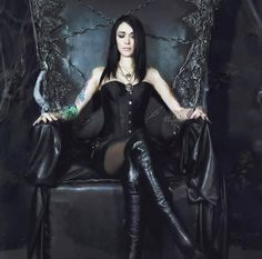 Top Gothic Fashion Tips To Keep You In Style. As trends change, and you age, be willing to alter your style so that you can always look your best. Consistently using good gothic fashion sense can help Gothic Girls, Hot Goth Girls, Steam Punk, Steam Girl, Gothic Chic, Gothic Lolita, Goth Beauty, Dark Beauty, Dark Fashion