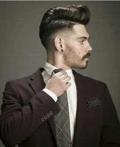 The best collection of Wonderful Style and Fashion Pompadour Haircut For Men Pompadour Fade Haircut, Short Pompadour, Wavy Hair Men, Men's Hair, Hair And Beard Styles, Hair Styles, Hair Trends 2015, Classic Hairstyles, Medium Hairstyles