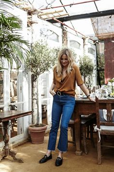 This is a great cut and style for women 40+yrs wanting a fresh modern edge. Not too out there but bang on trend. #jeans #deniminspiration #personalstylist