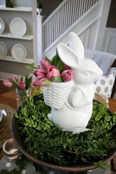 Catch spring fever with our quick and easy Easter decorating ideas for your home. We have an array of fun and colorful DIY Easter decorations that you'll be sure to love, from mantel decor to centerpieces to kid-friendly crafts. Seasonal Decor, Holiday Decor, Easter Table Settings, Diy Ostern, Hoppy Easter, Deco Table, Easter Party, Crafts To Do, Easter Crafts