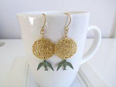 Nesting bird earrings by pinkdiamonddesign on Etsy