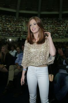 Marina Ruy Barbosa uma princesa curte show de Roberto Carlos ao lado do namorado, Caio Nabuco encantadora.