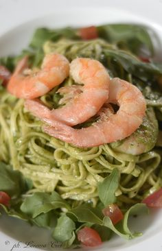 our best pasta with shrimps and pesto sauce!