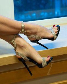 High Heels Outfit, Sexy High Heels, High Heels Boots, Beautiful High Heels, Sexy Legs And Heels, Gorgeous Feet, Hot Heels, Platform High Heels, High Heels Stilettos