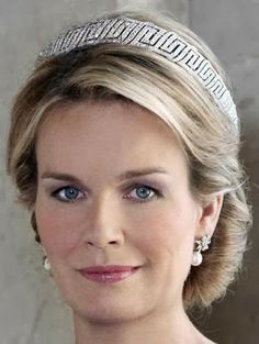 Nine Provinces Tiara  - wearing the bottom part of it alone