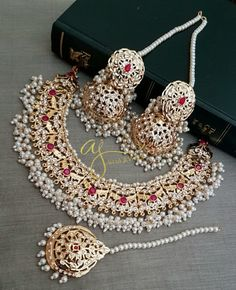 Showcasing the best of Indian jewelry designs. by AdaaJewels Wedding Jewellery Designs, Antique Jewellery Designs, Fancy Jewellery, Gold Jewellery Design, Diamond Jewellery, Wedding Accessories, Gold Jewelry, Hair Accessories, Pakistani Bridal Jewelry