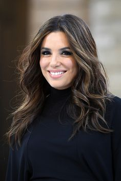 "Eva Longoria Photos - Eva Longoria walks the runway during the ""Le Defile L'Oreal Paris"" Show as part of Paris Fashion Week on September 2019 in Paris, France. Brown Hair With Blonde Highlights, Brown Hair Balayage, Hair Color Highlights, Eva Longoria Hair, Eva Longoria Style, Long Brown Hair, Long Curly Hair, Eva Mendes Hair, Dresses For Apple Shape"
