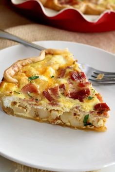 Filled with eggs, cheese, bacon, and diced potatoes, this Breakfast Quiche is hearty and filling. It's the perfect breakfast, brunch, lunch or dinner. #Breakfast #Quiche #Brunch #Recipes #BrunchIdeas Potato Quiche Recipe, Bacon And Cheese Quiche, Bacon Potato, Quish Recipes, Brunch Recipes, Cooking Recipes, Dinner Recipes, Breakfast Quiche, Breakfast