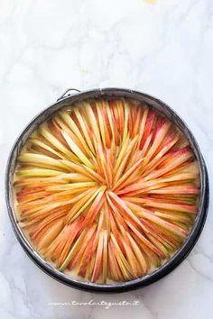 Ricetta Torta di mele perfetta in 5 minuti! (semplice, morbida e profumata) ♦๏~✿✿✿~☼๏♥๏花✨✿写☆☀🌸🌿🎄🎄🎄❁~⊱✿ღ~❥༺♡༻🌺SU Dec ♥⛩⚘☮️ ❋ Apple Recipes, Sweet Recipes, Healthy Cooking, Cooking Recipes, Cooking Gadgets, Cooking Videos, Delicious Desserts, Dessert Recipes, Cooking Icon