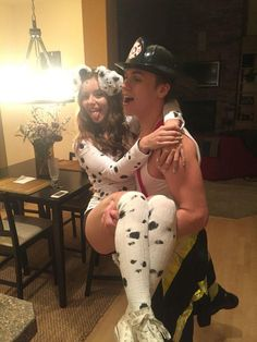 30 Halloween 2017 Couples Costumes For You And Bae That Are Totally – Page 4 – Narcity Source by carlotta_ca Related posts: Hilarious Couples Halloween Costumes Pics) The 19 Best Couples Halloween Costumes Read more… Unique Couple Halloween Costumes, Couples Halloween, Soirée Halloween, Funny Couple Halloween Costumes, Easy Diy Costumes, Trendy Halloween, Halloween Outfits, Pirate Costumes, Vampire Costumes