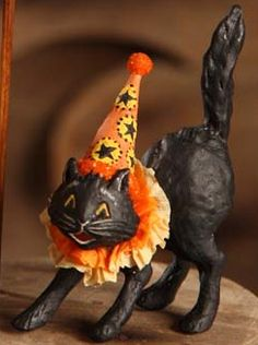 Stretching black cat w/party hat, Halloween make! The Vintage Halloween Store: Halloween Party Decor & Collectibles (I'd like to try to make this kitty like this out of papier-mâché) Halloween Vintage, Vintage Halloween Decorations, Halloween Items, Halloween Party Decor, Holidays Halloween, Spooky Halloween, Happy Halloween, Halloween Labels, Vintage Witch