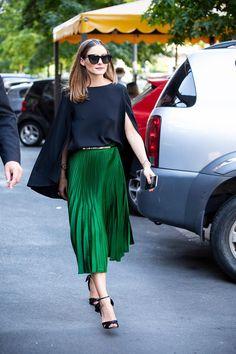 look2-oliviapalermo-falda-plisada-verde. Olivia Palermo y su falda plisada verde