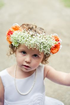 Luv the baby's breath wreath
