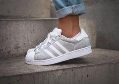 acheter Adidas Superstar W Glitter Metallic Silver pas cher (4) adidas shoes women amzn.to/2kJsblb