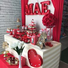 Mother's Day Decoration: 65 PERFECT ideas to surprise your - Tracy Rezepteneue Red Party Decorations, Backdrop Decorations, Valentines Day Decorations, Birthday Decorations, Holiday Fun, Christmas Diy, Holiday Decor, Heart Party, Wedding Fans