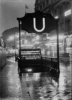 Berlin, December Entry to the metro, U-Bahnhof Uhlandstrasse. Bahn Berlin, Berlin City, Berlin Berlin, Berlin Photos, S Bahn, Mercedes Benz 300, Berlin Germany, World History, Historical Photos