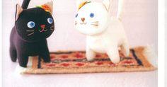 Esse lindo gatinho pode ser feito em feltro e em tecido...