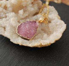 Kette- zarte rosa Druse vergoldet von MirakelSchmuck auf Etsy Druzy Ring, Vintage, Rings, Jewelry, Fashion, Pink, Craft Gifts, Necklaces, Schmuck